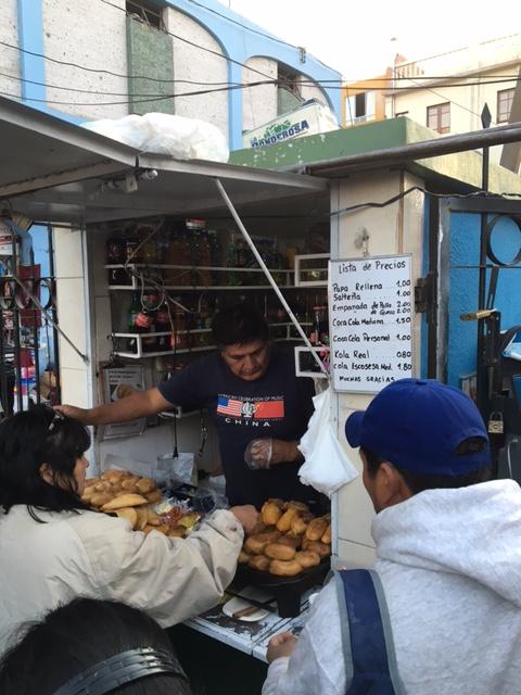 Mercado san camillo - papa rellena - empenadas - Arequipa - Pérou