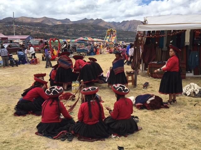 Chinchero - feria piuraypampa - textile - cusco - Pérou