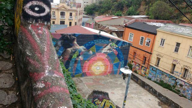 Valparaiso - street art graffiti - Vida in Gravita - Chile